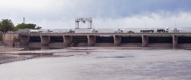 Puente Dique: el gobierno pampeano confirmó que las compuertas no funcionan