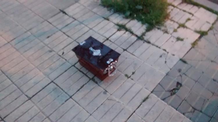 Encontraron un ataúd en el centro de Cipolletti: ¿mensaje mafioso o rito umbanda?