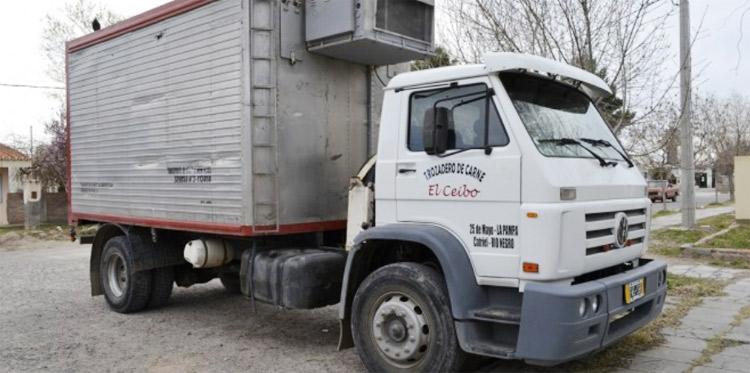 Borracho robo un camión y causó destrozos