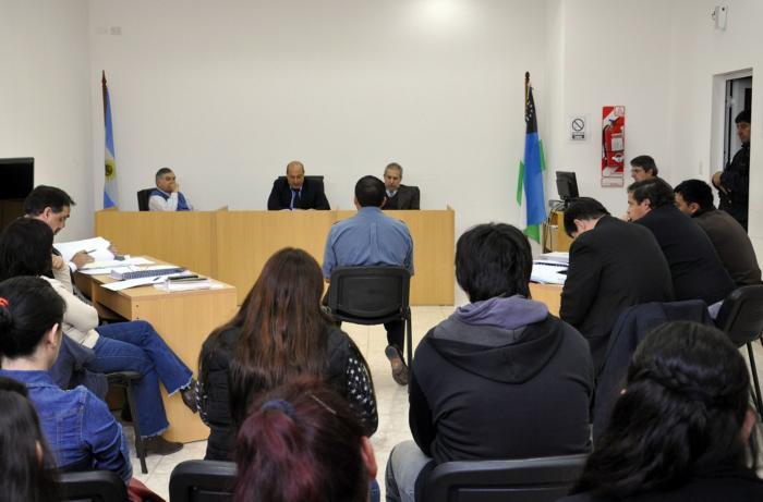 El juicio continúa el martes 9 a las 10 en Catriel.