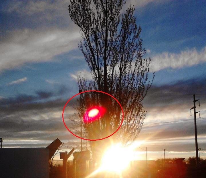Una extraña luz se visualizó sobre el cielo en el yacimiento Puesto Hernández