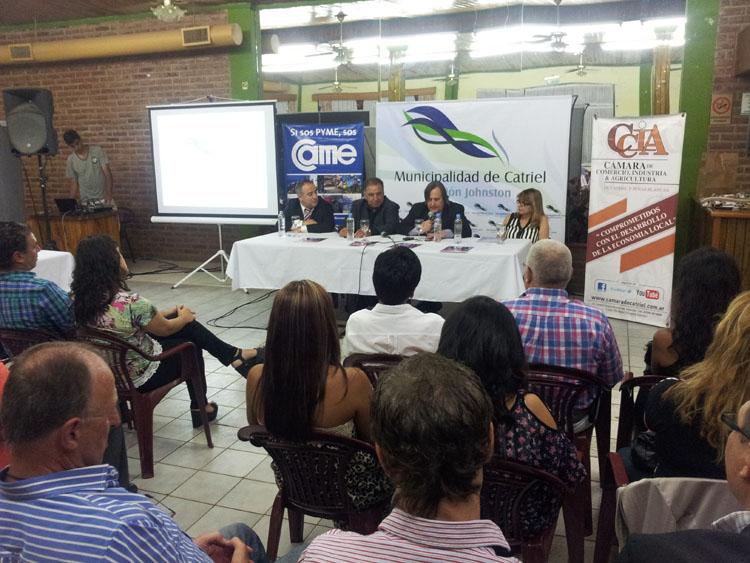 Johnston presentó el Centro Comercial Ciudad de Catriel