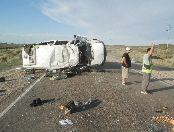 Murió una mujer y hubo 8 heridos en vuelco en ruta 151