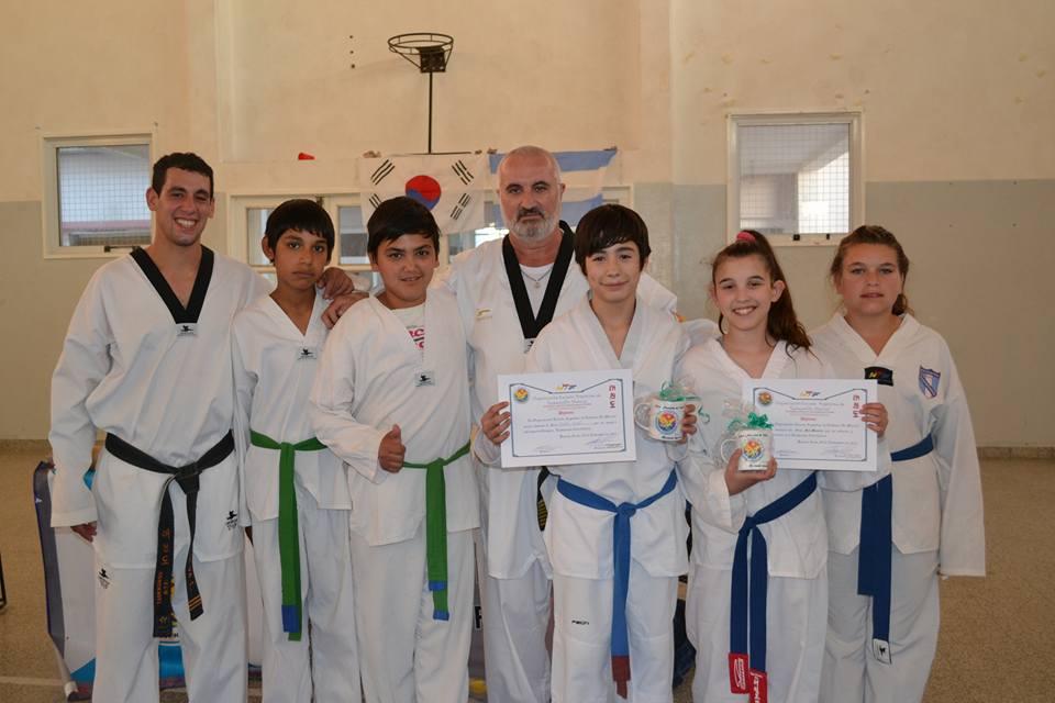 La Escuela Municipal de Taekwondo cerró las actividades del 2015