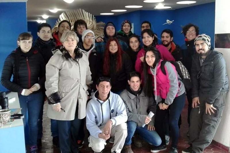 Alumnos de Catriel del CET21 tras proyecto para abastecer a casas carentes de electricidad y gas
