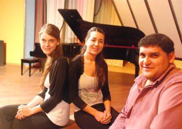 Grupo-de-Canto-y-Piano-2010-II-Large-371x264
